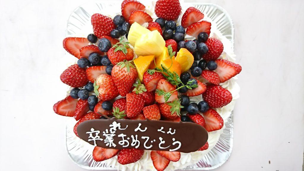 ホールケーキ(卒業おめでとう)